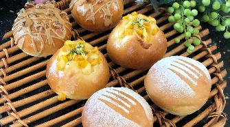 手ごねでパン屋さんより美味しいと評判のパンを作りましょう!
