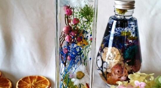 今大注目選んだ植物の美しい色彩と光を閉じ込めガラス世界ハーバリウム