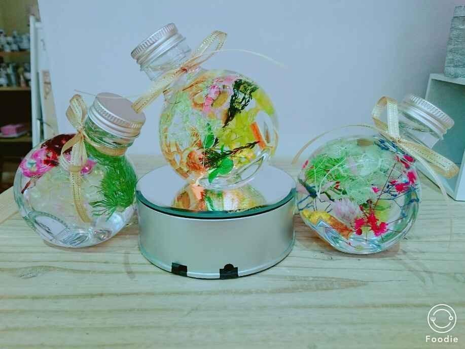 新発売の2WAY可愛いエスカルゴ花器に花材選んでハーバリウムを体験