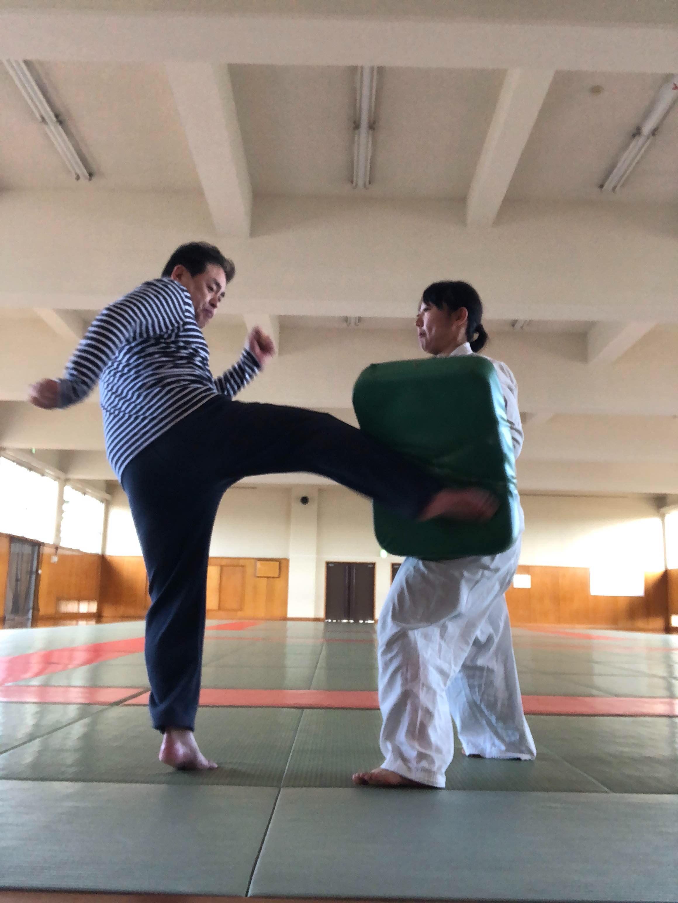 おうちで空手や護身術が習える ☆ジャージokの 武道の家庭教師