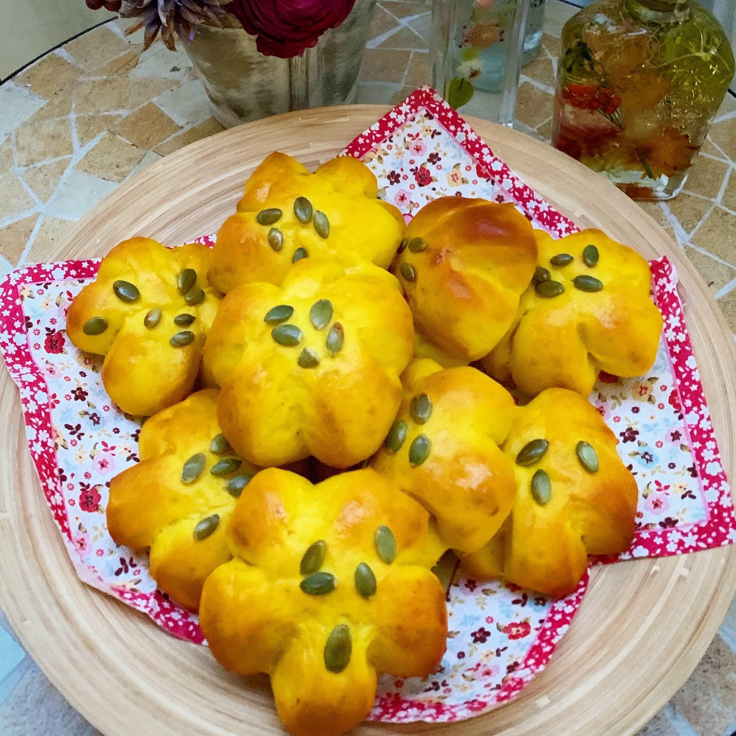 ハロウィンのカボチャとかぼちゃお花パン