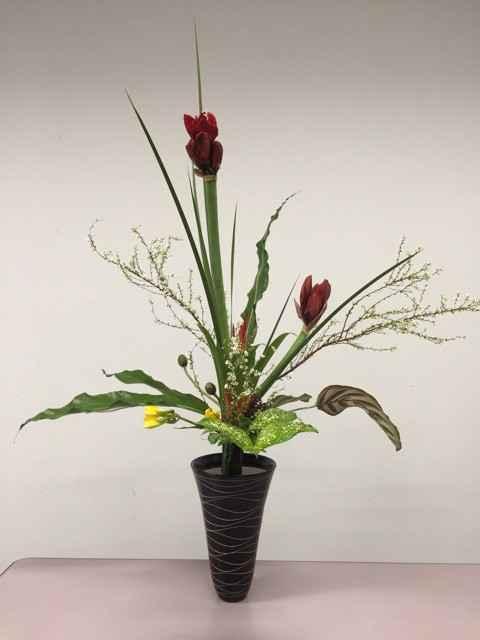 550年の伝統池坊生花は、モダンな花を活ける技術!
