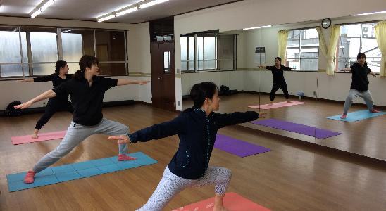 片岡鶴太郎氏が実践する「体内浄化呼吸法」を学ぶ特別講座